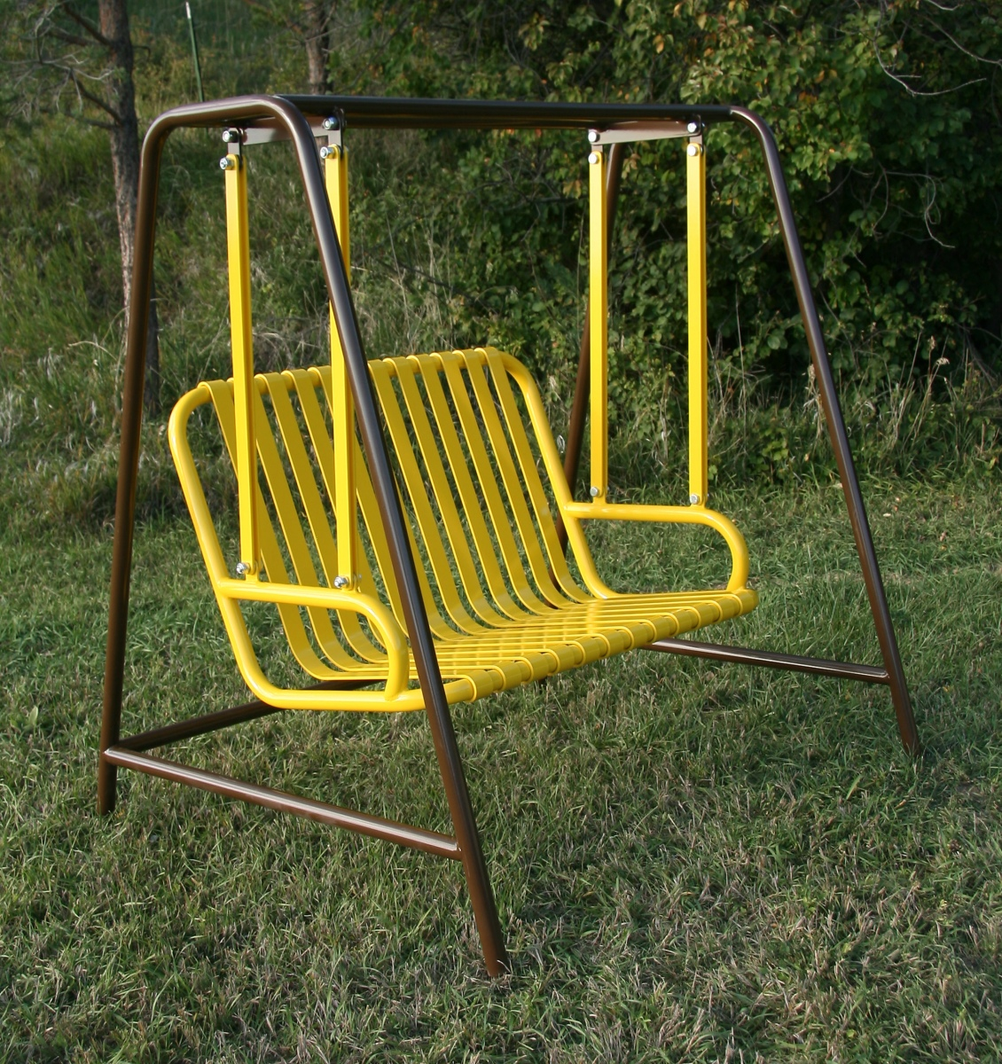 Swinging-bench-brown-yellow