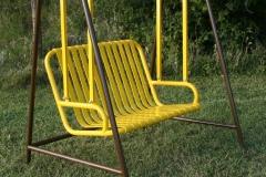 Swinging-bench-brown-yellow